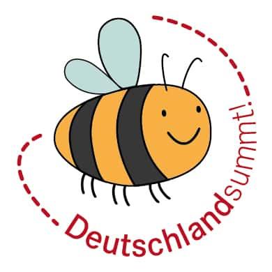 Deutschland summt ist eine Initiative, die sich für den Schutz von Bienen einsetzt: Honigbienen und Wildbienen. Wobei letztendlich alle Insekten gefördert werden.