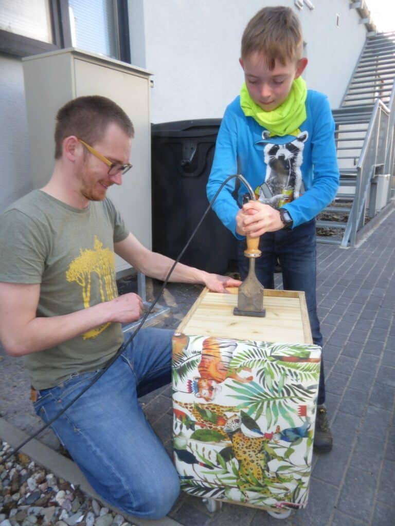 Der Workshop zum Bauen der Wurmkiste hat richtig viel Spaß gemacht. Dadurch hat man ganz schnell eine enge Beziehung zur Wurmkiste.
