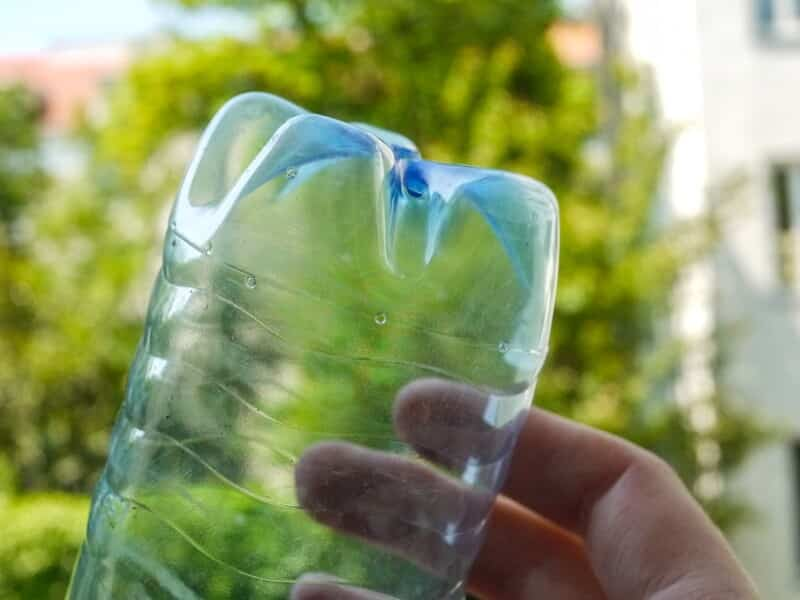 Eine Variante zur Urlaubsbewässerung sind PET-Flaschen.