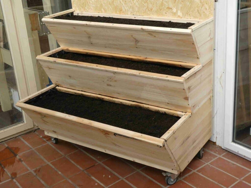 Hier kommt die dritte Variante vom selbst gebauten Vertikalbeet zum vertikal Gärtnern.