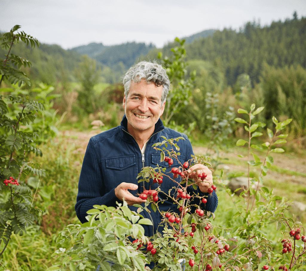Markus Strauss ist Dozent für die Selbstversorgung mit essbaren Wildpflanzen.